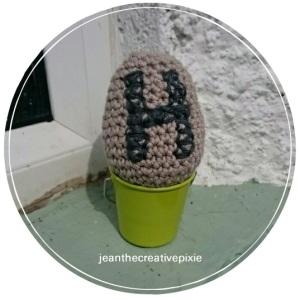 H crochet egg