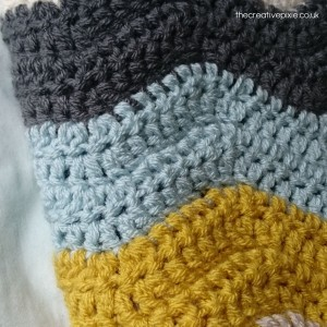 thecreativepixie-finished-folded-ripple-blanket-close-up
