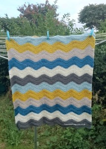 thecreativepixie-finished-ripple-blanket-on-washing-line